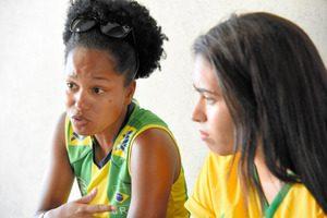 友人と初めてパラリンピックの観戦に訪れたカルラ・ピントさん(左)。「私ができないことを簡単にやってのけていた」