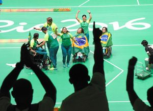 ボッチャのブラジルチームが優勝すると、観客席からは大きな歓声が上がった